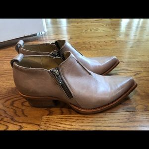 Frye women's boots 9 medium